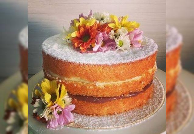 O Dia das Mães será especial! Nacked Cake com flores naturais para até 25 pessoas por R$79,90 na Boutique do Chocolate