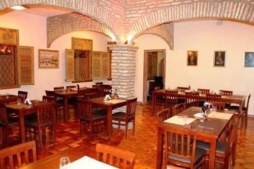 Spaghetti Night And Day Anzio Gastronomia! Entrada 2 Bruschettas + 1 Spaghetti para 1 pessoa (7 opções a escolha) + 1 Taça de vinho por R$29,90. Válido para almoço e jantar!