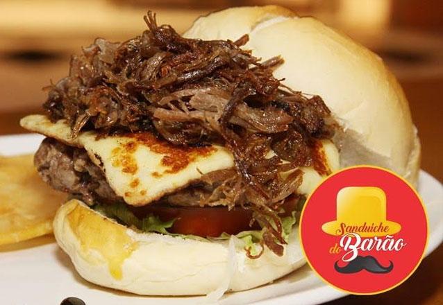 Completo! Combo de Burger Artesanal de Carne ou Frango + Refri + Batata Frita no Sanduíche do Barão por R$18,90. Apenas Delivery!