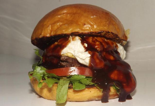 Que tal um burger artesanal hoje em casa? 01 Burger Artesanal (8 opções) de até R$23,90 por apenas R$15,50. Válido apenas para Delivery!