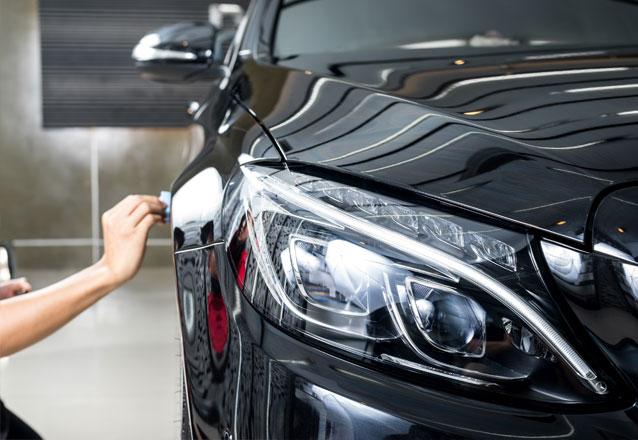 Limpeza externa + Limpeza Interna + Aspiração + Revitalização das partes plásticas para Carros Pequenos de R$40 por apenas R$29,90