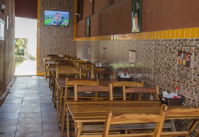 Toca do Frango surpreende no sabor! Frango Desossado + Baião (600g) + Fritas (300g) para 3 pessoas por apenas R$38