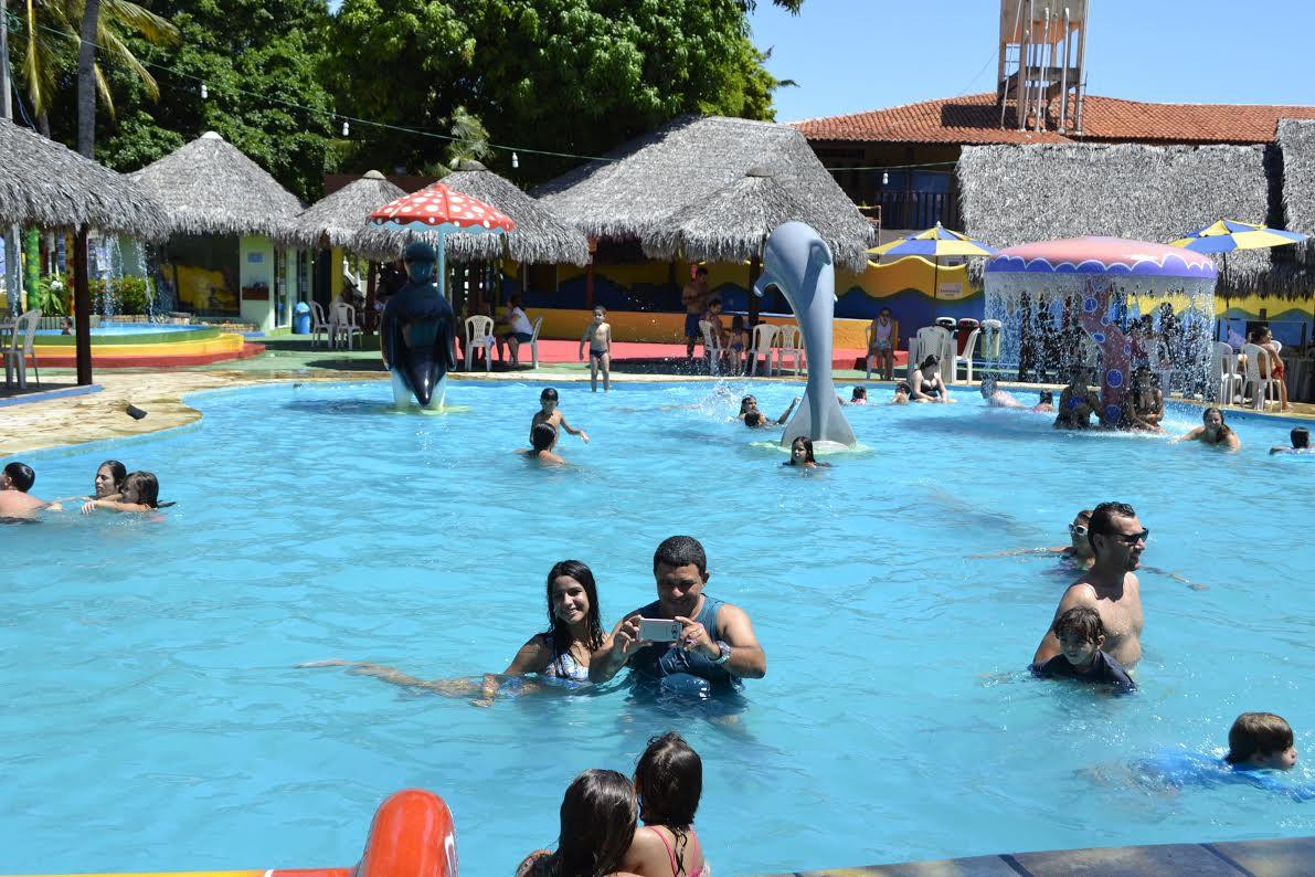 2 diárias para casal e 1 criança de até 6 anos + café da manhã + Ingresso do Parque Aquático de R$358 por R$249