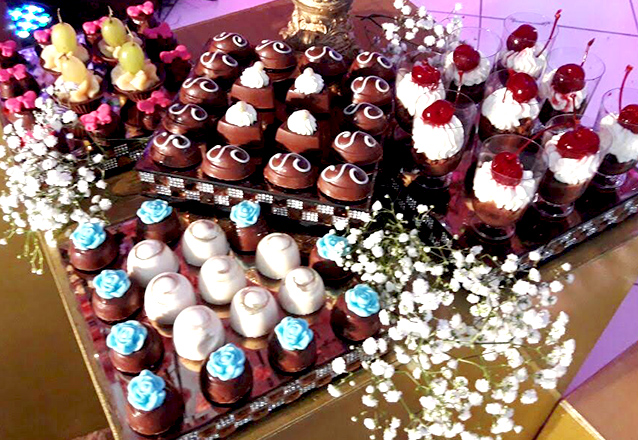 Os doces da sua festa serão lembrados! 250 Bombons Finos Gourmets com acabamento por apenas R$169 na Manu Uchôa Chocolates