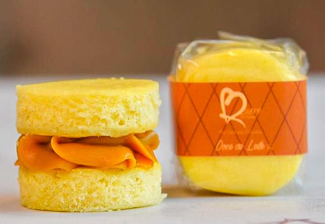 Aproveite essa oferta! 50 Bem Casados nos sabores ninho e doce de leite e a embalagem em papel celofane por R$110 da Quero Brownie