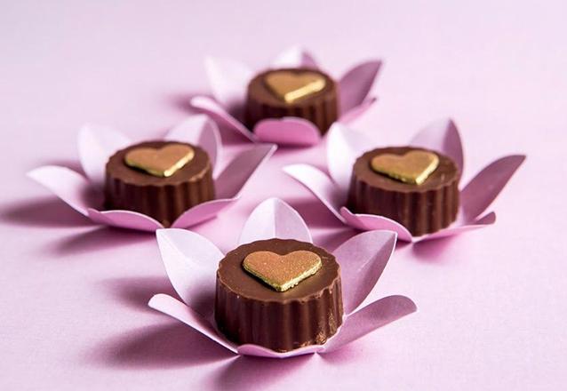 Kit com 100 chocolates decorados de R$230 por R$149,90
