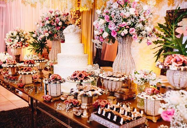 Seu casamento completo com Maison Helena's Buffet!  Espaço climatizado para 100 pessoas + Decoração + Iluminação + Jantar + Buffet Completo + Carro da Noiva + Bolo por apenas R$9.490