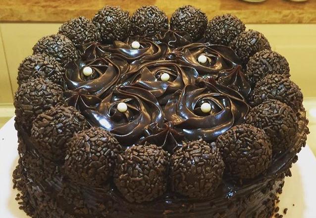 Um sonho de torta! Torta de Brigadeiro Belga para até 30 pessoas por R$89,90 na Confeitte Casa de Chá