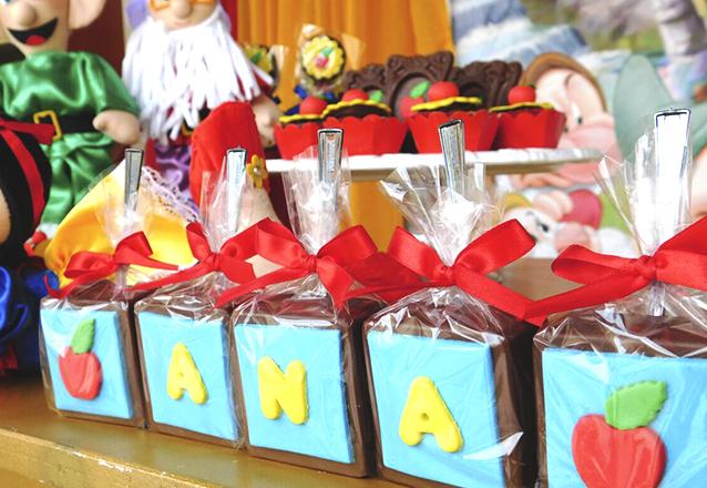 Pacote Festinha Infantil com 190 itens de R$420 por R$339,90