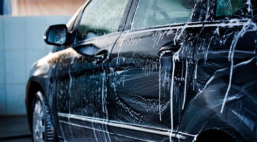 Lavagem simples para carros pequenos (lavagem + aspiração + revitalização em todas partes plásticas) + Aromatização + Gel hidratante nos pneus de R$20 por R$9,90