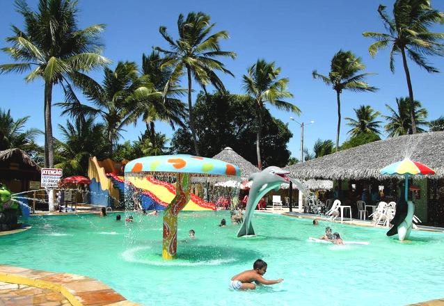 1 diária em apartamento duplo para casal e 1 criança de até 6 anos + café da manhã + Ingresso do Parque Aquático por R$179