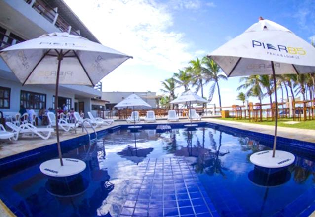 Porto das Dunas no melhor hotel! 2 diárias em Suíte Standard para casal e 1 criança + café da manhã por R$299,90 no Píer 85