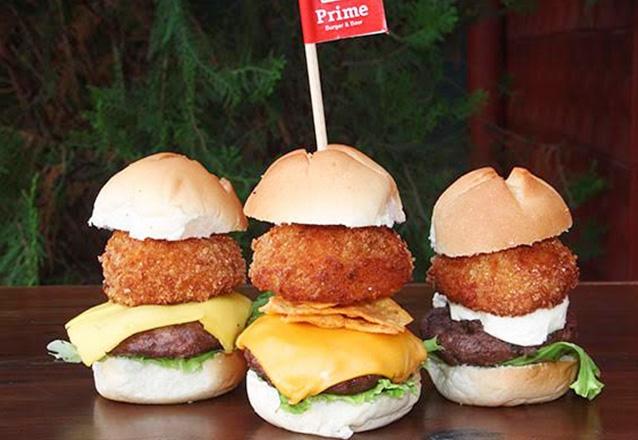 As perfeitas combinações do Prime Burger! Trio Baby Burger (Mini Classic Burger + Mini Cheddar Calabrés + Mini Blue Burger) + Batata e Molho por R$19,90