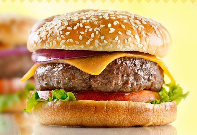 Hot Chicken: 2 filezinhos crocantes, alface, tomate + 1 Acompanhamento + Refrigerante (300ml) de R$17,90 por R$12,90