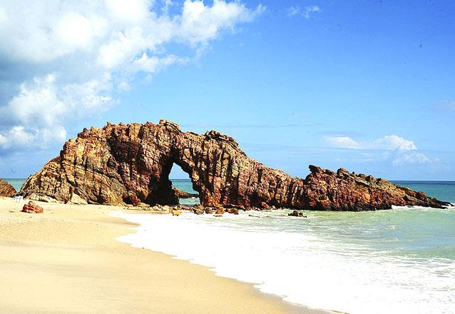 Um dia de sol em Jericoacoara! 1 dia em Jericoacoara + Transfer + Passeios (Lagoa do Paraíso, Arvore da Preguiça e Vila Jeri) para 1 pessoa por R$99
