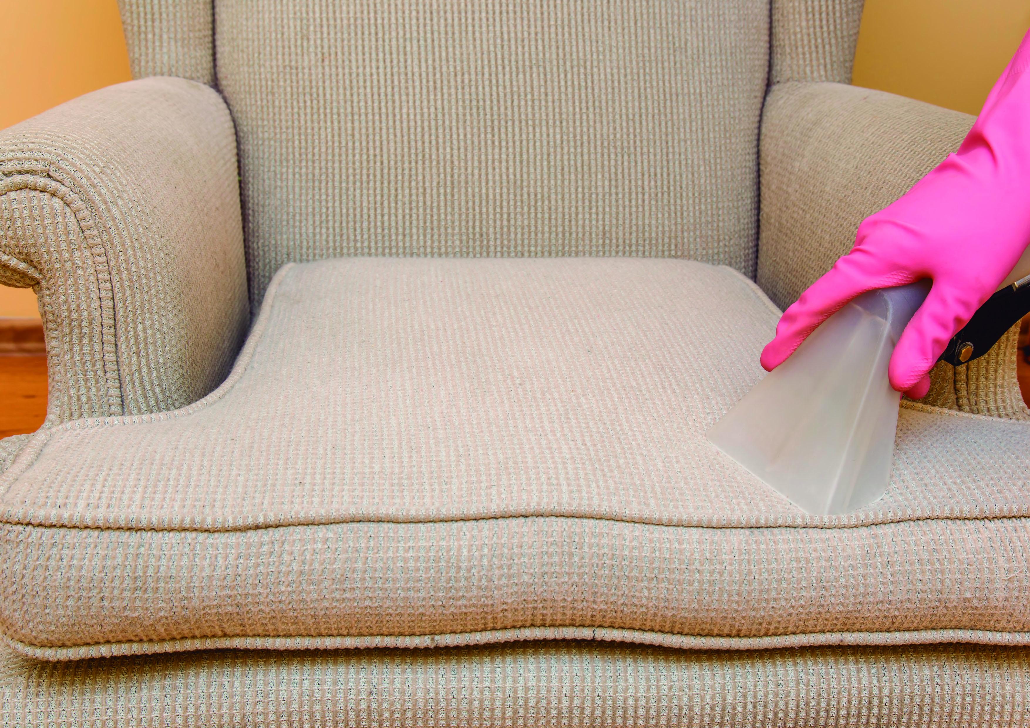Lavagem de Sofá de até 3 lugares ou Colchão solteiro ou Conjunto de 02 Poltronas de R$110 por R$37,90
