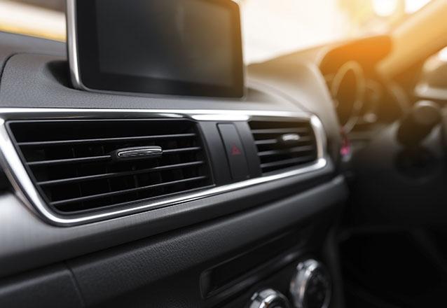 Recarga de Gás Automotivo + Teste de vazamento ou Teste de pressão + Revisão dos itens básicos + Higienização do ar-condicionado (carro pequeno ou médio porte) de R$149 por R$59