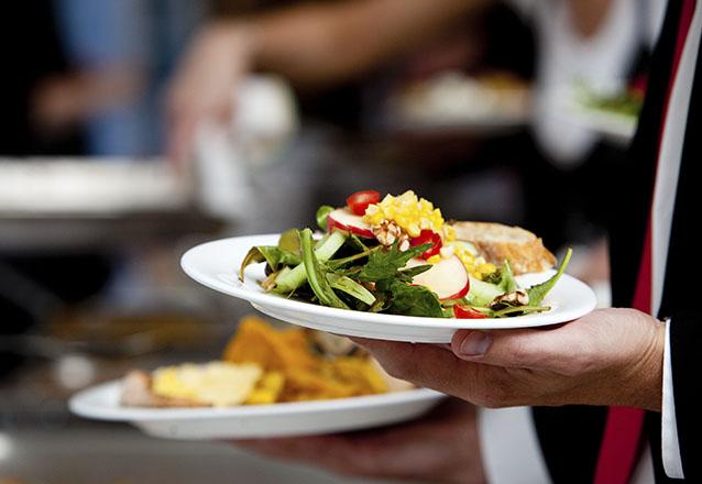 Não sabe onde almoçar? Aproveite o delicioso almoço do Hot'n Tender! Almoço Self-Service Livre para 1 pessoa de R$20 por apenas R$15,90