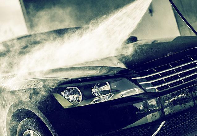Carros pequenos e carros sedan: Lavagem + Enceramento com cera de carnaúba + Aspiração detalhada + Hidratação do painel + Aromatização de R$69 por R$19,90
