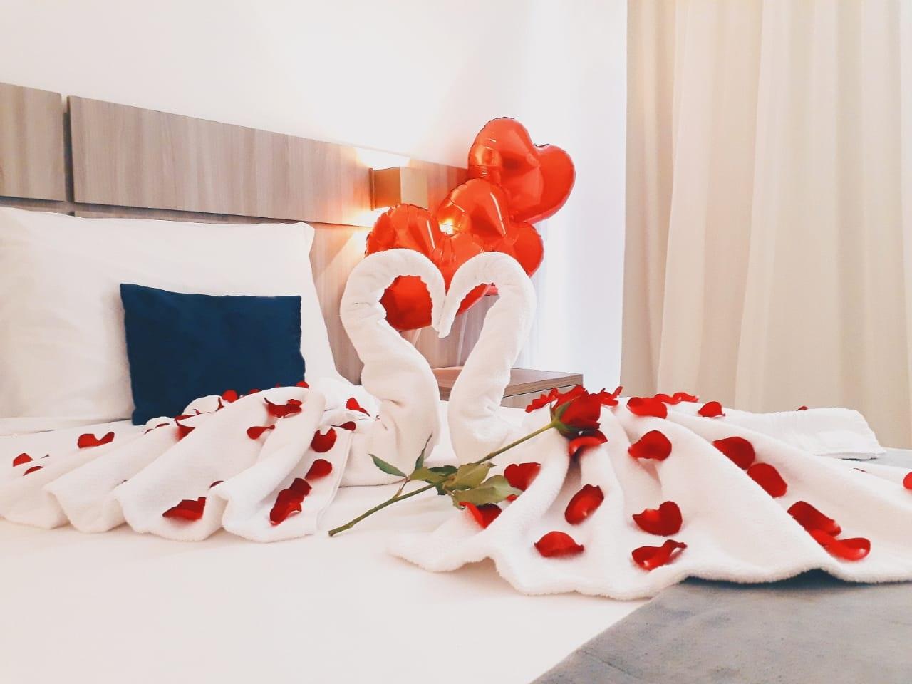Perfeito para curtir o Dia dos Namorados em Fortaleza! Diária para 2 adultos + café da manhã com decoração especial e Jantar com bebida e sobremesa no Hotel da Villa por apenas R$339