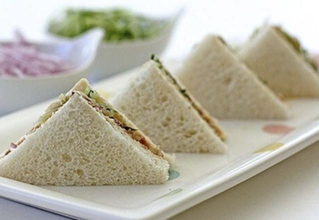 30 Mini Sanduíches de atum ou de frango de R$75 por apenas R$45