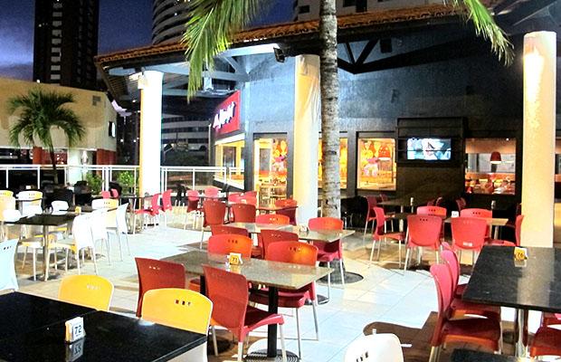 1 Pizza 8 fatias com Borda Recheada na Pizza Hut Beira Mar por R$39,90