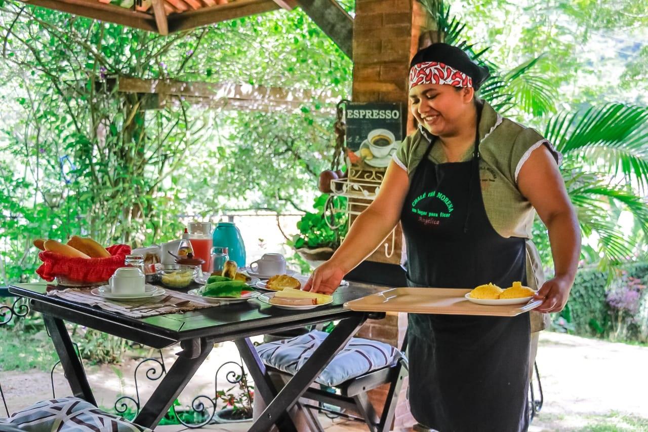 2 diárias em Chalé Standard para 2 pessoas e 1 criança de até 5 anos + café da manhã (check in a partir de domingo e check out até sexta) de R$350 por apenas R$189