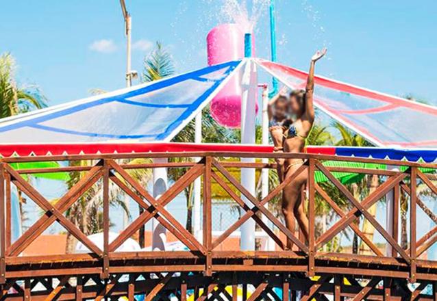 Suas Férias é no Chico do Caranguejo Praia! Tilápia Completa para até 2 pessoas + 2 Passaportes para o AcquaChico de R$129,90 por R$89
