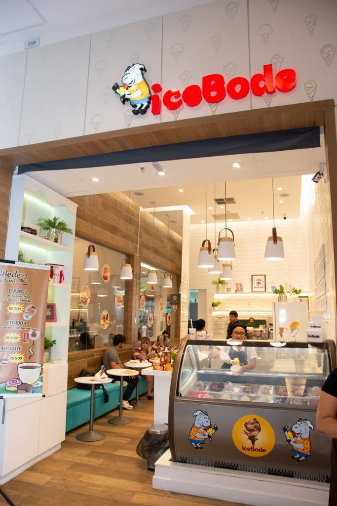 Deliciosa taça de sorvete! Taça Explosão com 2 bolas de sorvete + 7 tipos de recheios de R$27 por apenas R$21,99 na Icebode