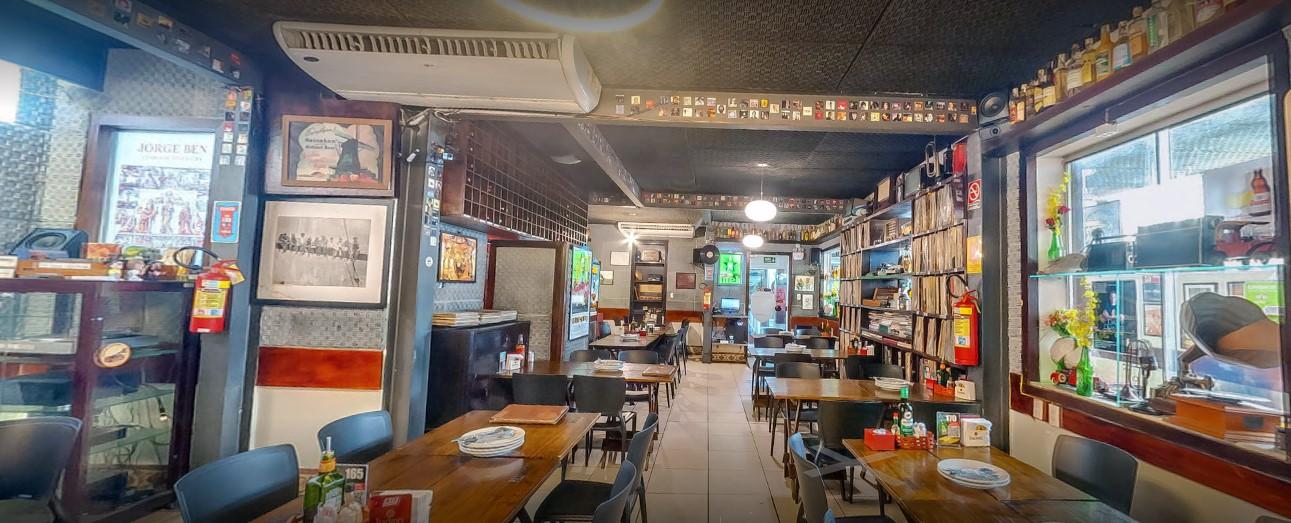 Os pratos irresistíveis do Cantinho do Frango Aldeota estão de volta! Premiado pelo Sabores da Cidade e pela Veja Comer e Beber de 2018! Entrada + Prato Principal + Acompanhamentos para até 4 pessoas de R$102,59 por apenas R$79,90