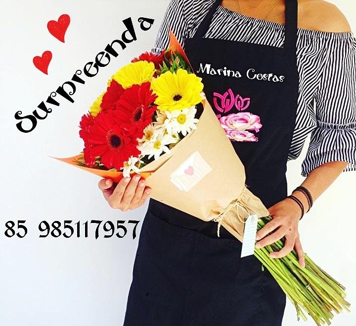 Mimo perfeito! Bouquet de 10 Rosas + Folhagem + Embalagem na Juta ou super crepe finalizando com um lindo laço de fita e um cartãozinho de R$100 por R$59,90