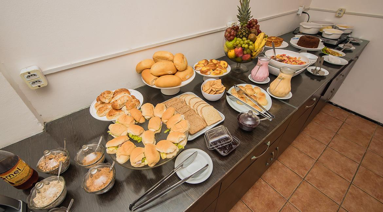 Férias no Milos Beach Hotel - Porto das Dunas! 2 diárias em Suíte Standard para 2 adultos e 1 criança até 5 anos por R$550