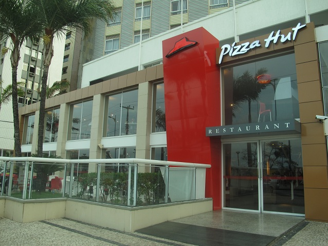 Pizza Pan Grande (Mussarela, Calabresa ou Brasileira) 12 fatias na Pizza Hut North Shopping por apenas R$39,90