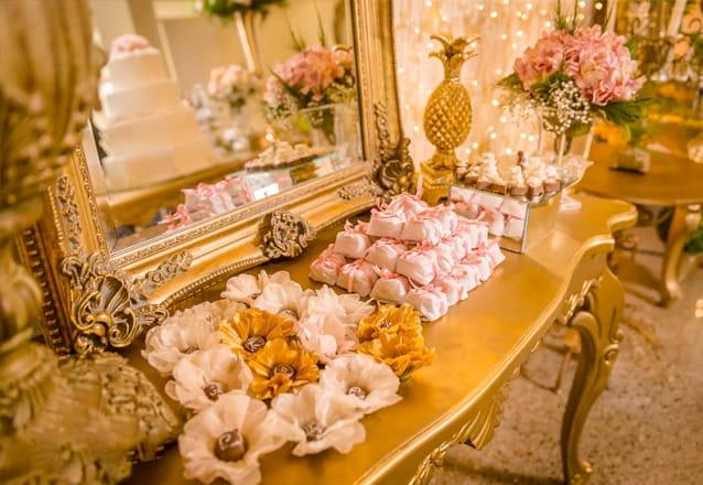 A sua mesa de doces ficará maravilhosa com os chocolates da Chocoliane Design! 391 itens de com 11 opções de chocolates por apenas R$399