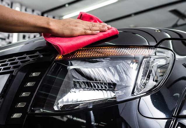 Para carros pequenos: Polimento 3M + Higienização Interna Completa de R$150 por R$49,90