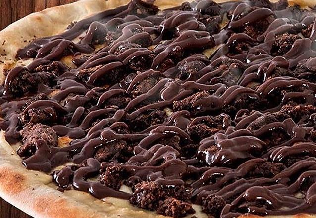 Pizza de Brownie (Mussarela, Brownie e Calda de brigadeiro caseiro) de 6 fatias de R$52 por R$26