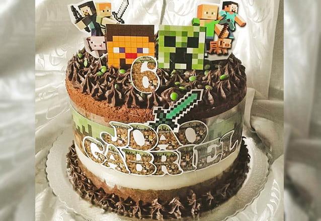 Um bolo especial para sua melhor ocasião com a Dju Delicia! Scrapcake para 30 pessoas com tags personalizadas por apenas R$99