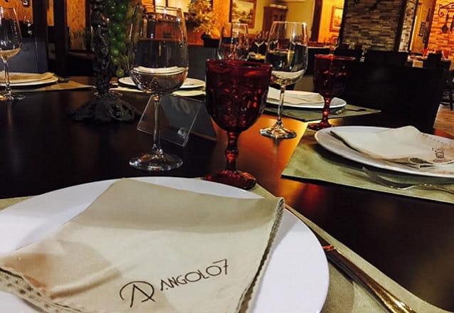 Maravilhas da gastronomia contemporânea no seu evento! Evento para até 15 pessoas com Entradas + Prato principal + Sobremesa + Bebida por R$854 no Angolo7