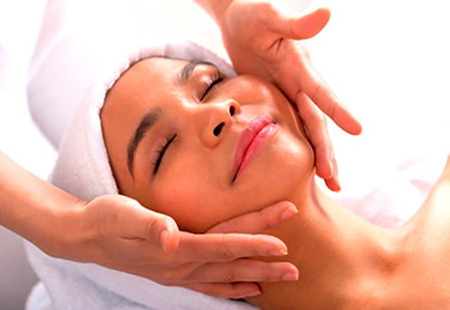 Higienização Facial + Peeling de Hortelã + Máscara (Clareadora ou Biosecativa ou Pepino  e Chá Verde ou Calmante) + Protetor de R$90 por R$19,99