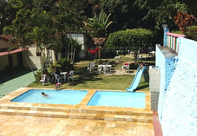 Qualquer época é boa para curtir a serra! 2 diárias para 2 pessoas e 1 criança até 5 anos + café da manhã por R$199 no Gruta Hotel de Serra