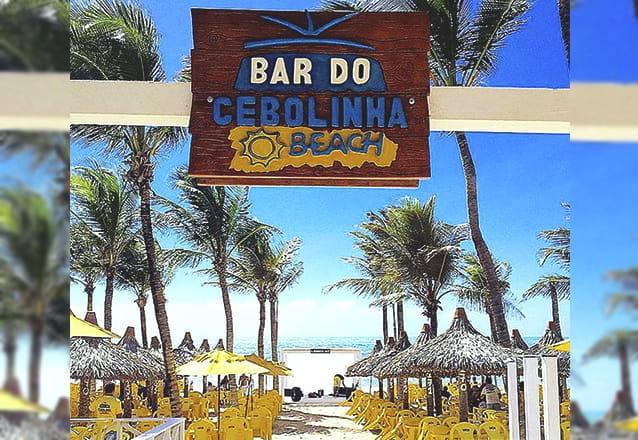 Praia combina com  Bar do Cebolinha Beach! Prato Principal (Camarão, Tilápia Frita ou Misto Familiar) para 4 pessoas + 2 Caipiroscas + 2 Pulseiras de acesso às piscinas por R$54,99