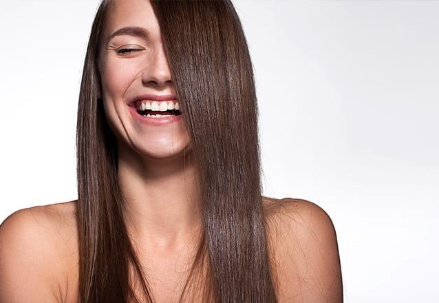 Mais lisos, brilhosos e hidratados! Escova Inteligente para cabelos curtos ou médios de R$420 por R$49,99 na Beleza Fashion