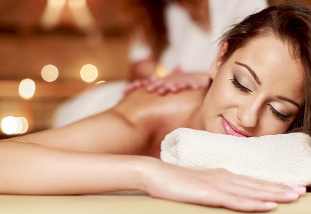 Momentos relaxantes na Pétala Clínica de Estética! Massagem Relaxante (duração de 50 minutos) por R$40. Compre a massagem e ganhe desconto na Criolipólise!